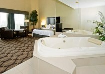 Room with private hot tub in Best Western Plus Travel Hotel Toronto Airport