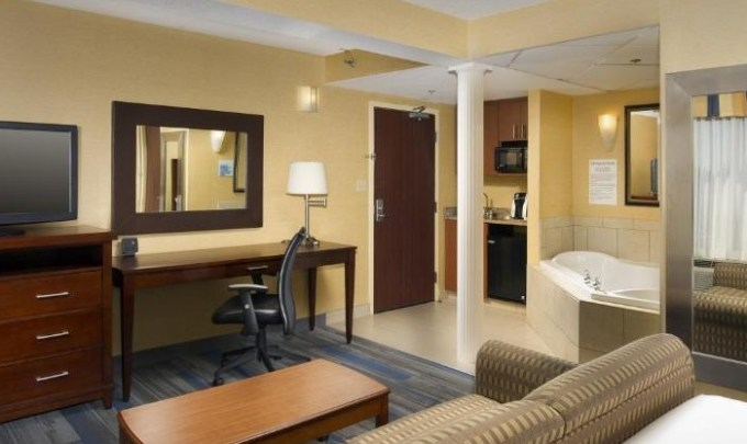 Jacuzzi room in Holiday Inn Express Washington DC-BW Parkway