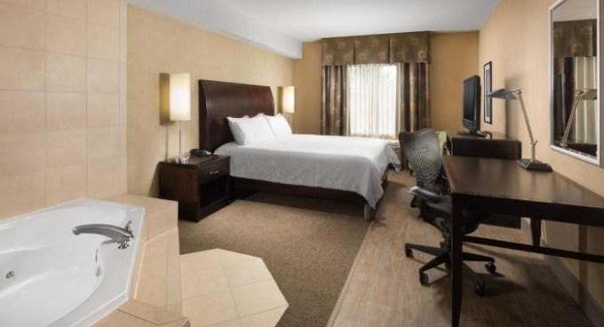 King Room with Whirlpool in Hilton Garden Inn Nashville-Franklin-Cool Springs hotel