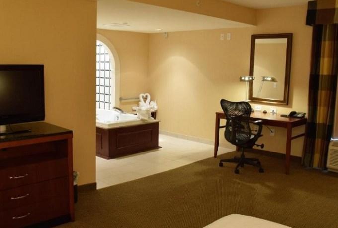 Suite with a whirlpool tub in Hilton Garden Inn Dayton - Beavercreek, Ohio