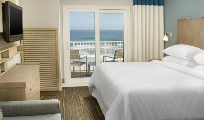 Beachfront room with Whirlpool in Four Points by Sheraton Jacksonville Beachfront Hotel, Florida