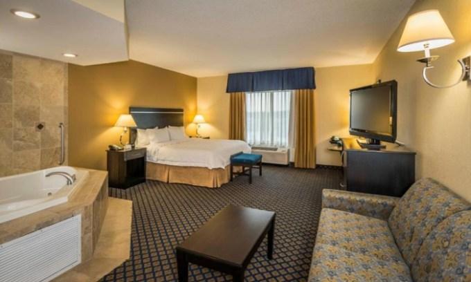 Jacuzzi suite in Hampton Inn & Suites Jacksonville South - Bartram Park, FL