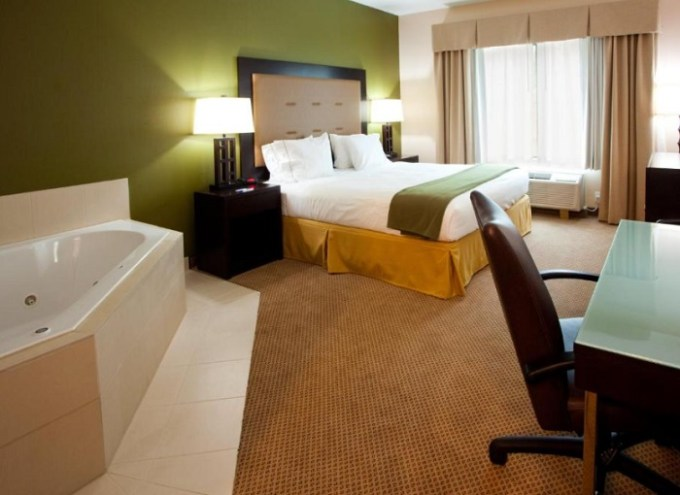 Room with a whirlpool tub in Holiday Inn Express Hotel & Suites Jacksonville - Mayport - Beach hotel, FL