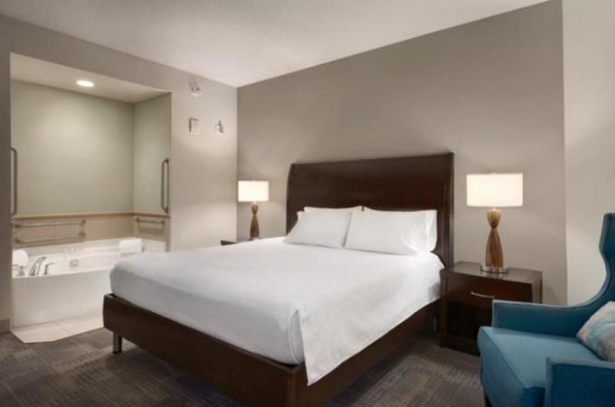 Jacuzzi suite in Hilton Garden Inn Minneapolis Downtown, Minnesota