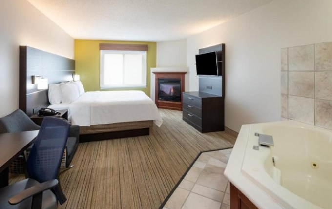 Jacuzzi suite in Holiday Inn Express Hotel & Suites Minneapolis-Downtown Convention Center, Minnesota
