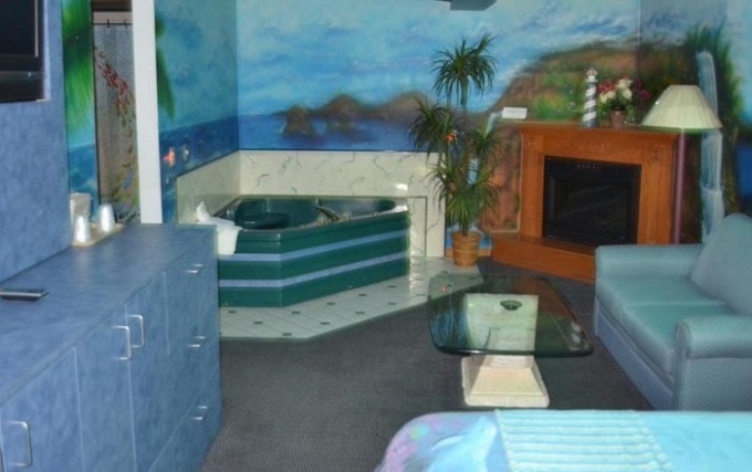 Suite with Whirlpool in Relax Inn Motel and Suites Omaha, NE