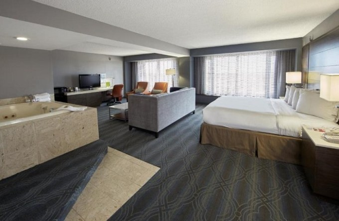 Suite with a Whirlpool in DoubleTree by Hilton Bloomington Minneapolis South