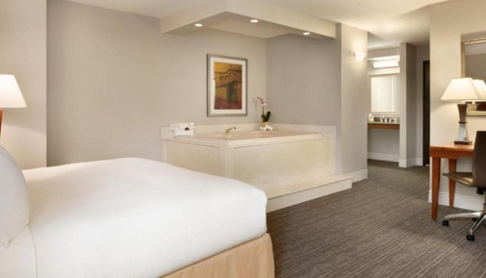 Whirlpool suite in DoubleTree by Hilton Hotel Minneapolis - Park Place, MN