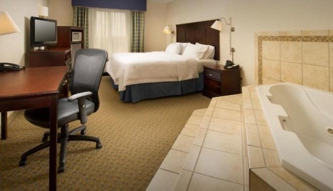 Jacuzzi suite in Hampton Inn Syracuse Clay, NY
