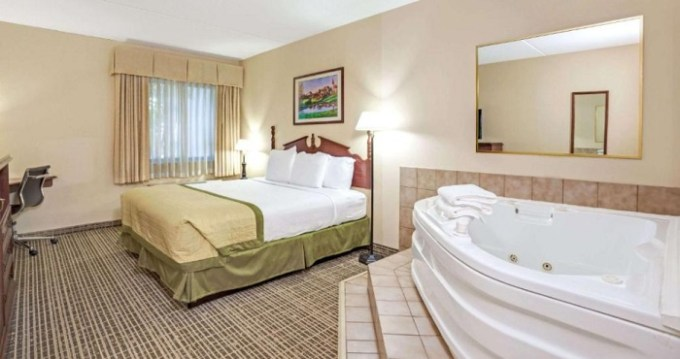 Suite with Whirlpool in the room in Baymont by Wyndham Louisville Airport South Hotel, KY