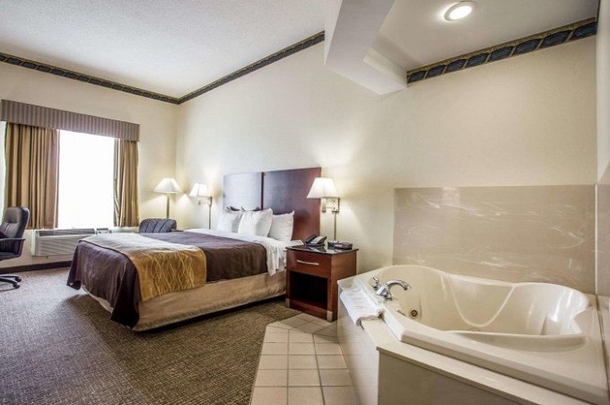 Room with a hot tub in Comfort Inn & Suites Ft.Jackson Maingate Hotel, Columbia, SC