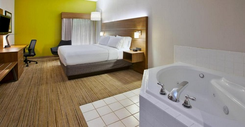 A suite with a hot tub in the room in Holiday Inn Express Hotel & Suites Cincinnati Northeast-Milford, an IHG hotel, Ohio