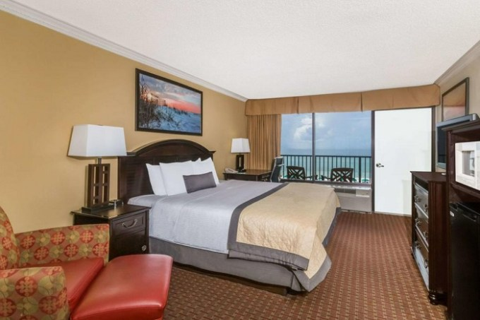 Beachfront suite in Wyndham Garden Fort Walton Beach Destin, Florida
