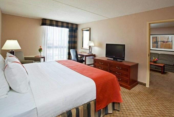 King Suite with Whirlpool in Holiday Inn Cincinnati-Eastgate, an IHG hotel, Ohio