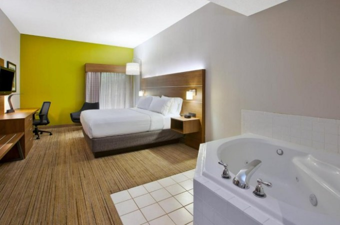 Suite with a hot tub in the room in Holiday Inn Express Hotel & Suites Cincinnati Northeast-Milford, an IHG hotel, Ohio