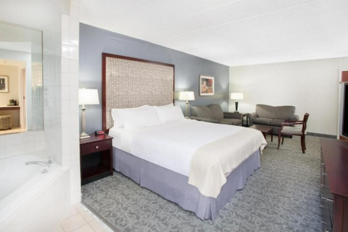 Suite with a hot tub in the room in Holiday Inn & Suites Chicago-Carol Stream (Wheaton), an IHG hotel, IL