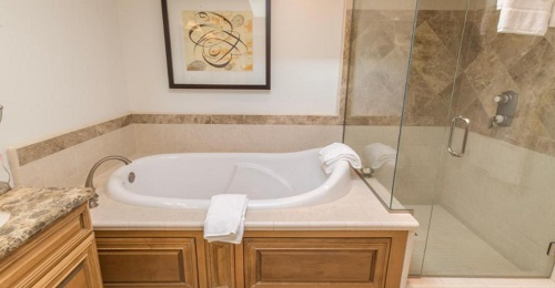 Hot tub suite in Dolphin Bay Resort and Spa, Pismo Beach, CA