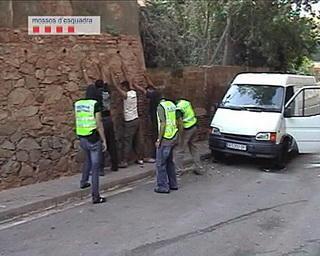 Poliţia arestează 30 de rromi în Catalunya – suspectaţi pentru comiterea a 100 de furturi