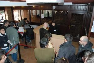 """Servicii consulare """"modernizate"""": 4 luni de aşteptare pentru un paşaport"""
