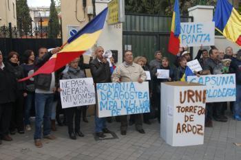 Românii din Spania convocați la proteste pe Facebook