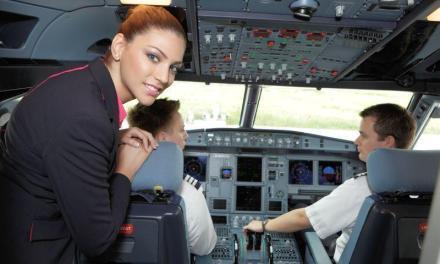 Wizz Air nu-şi mai lasă piloţii singuri în cabină