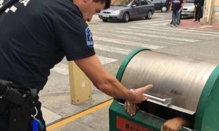 Român blocat într-un container de gunoi la Murcia