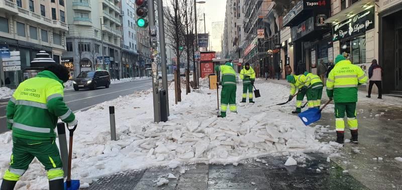 Străzile din Madrid sunt în continuare pline de gheață
