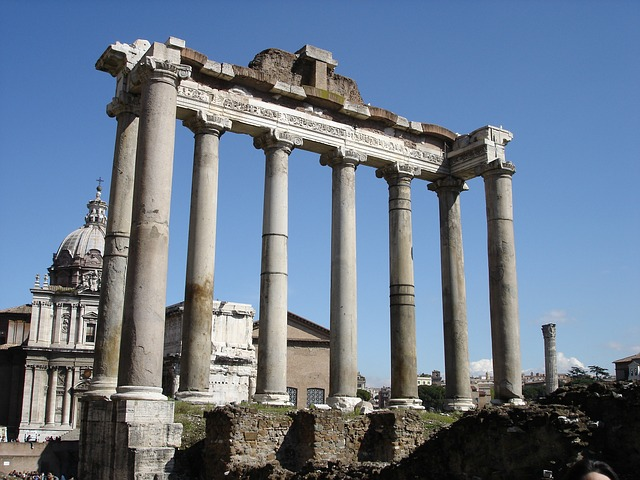 Detalhe das colunas no Forum Romano