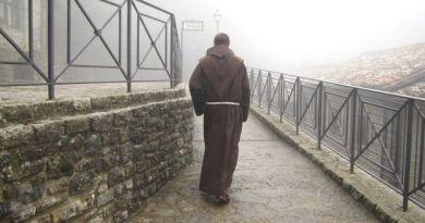Frade franciscano em Verna