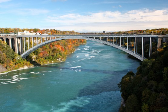 Rainbow Bridge to cross Niagara Falls
