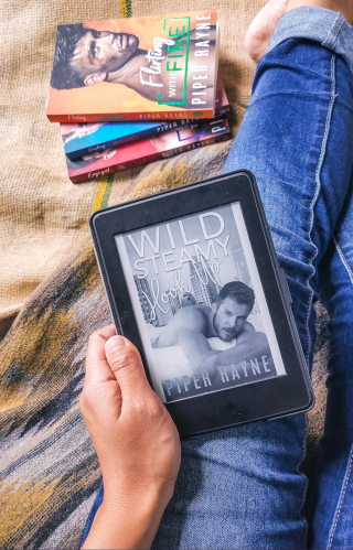 #RSFave & Review | Wild Steamy Hook-Up by Piper Rayne