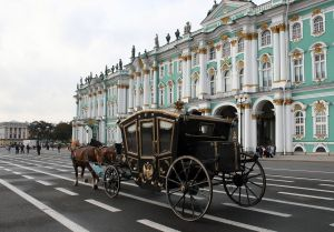 1280px-2010-09-21_Russia_Saint_Petersburg_Winter_Palace_Carriage