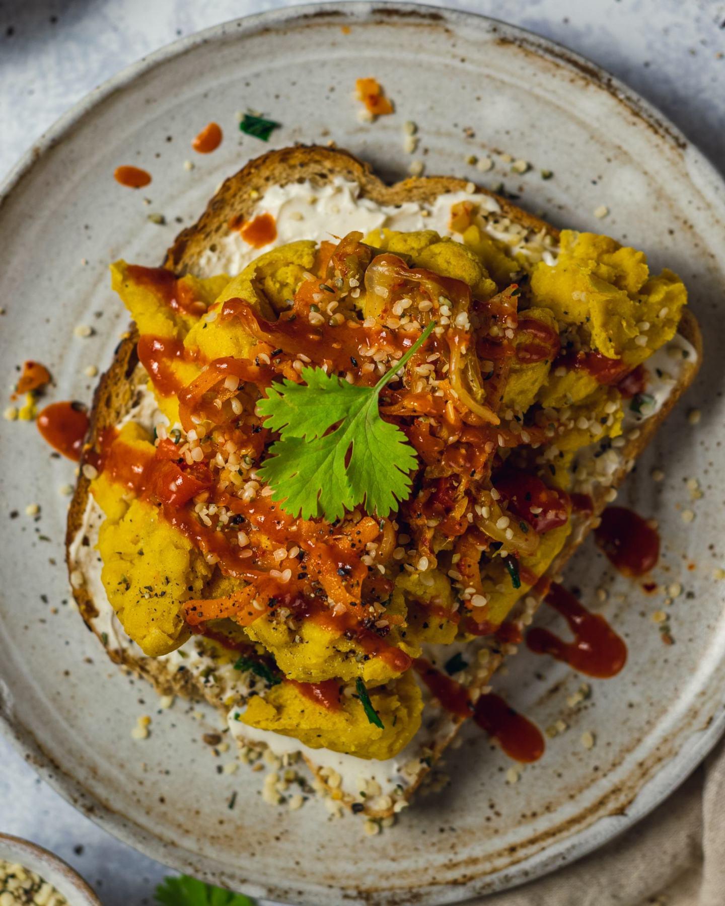 Easy Vegan Scrambled Eggs (No Tofu)