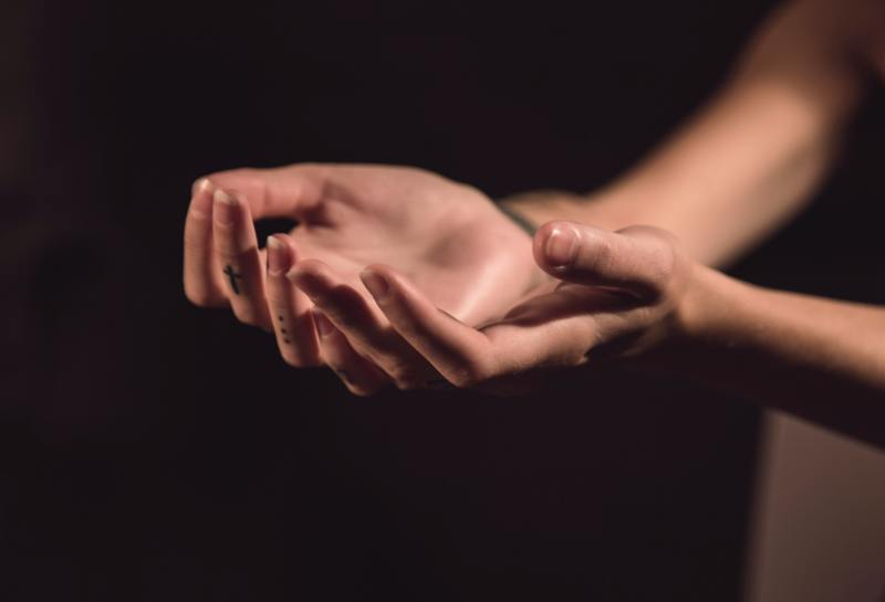 Open hands ask and express trust in Jesus' wise answers