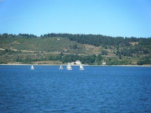 location bateau lac naussac lozère enfants vacances