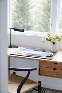 Simple modern home office design