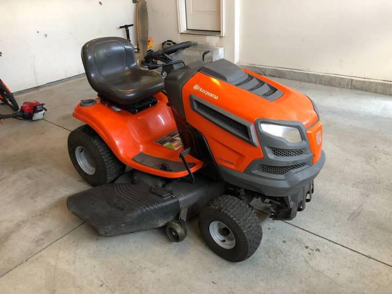 Model Yth22v46 Riding Lawn Mowers