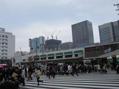 いつも混み合ってる品川駅高輪口