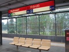 同じ駅なのに、フィンランド語とスウェーデン語があってややこしい(ヘルシンキ)