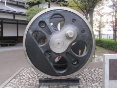 蒸気機関車の動輪とダミーの比較