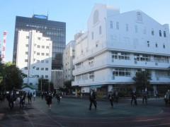 広場はかつての港区立桜田小学校