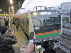 """定刻通り""""上野東京ライン一番電車""""到着"""