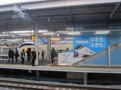 品川駅には特急ひたち1号が停車中