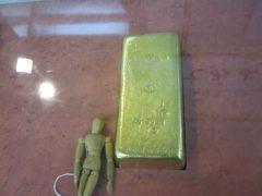 こちらが盗まれた金塊(2009年12月)