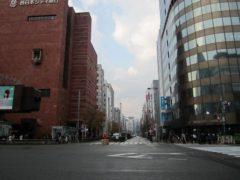 博多駅前から歩くと…