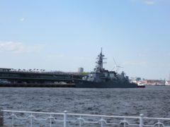 大さん橋には護衛艦が…