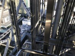 東京タワーと違ってメタリック感がある