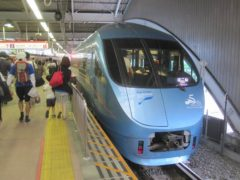 現在使用中の小田急60000形電車(写真は「はこね」号)