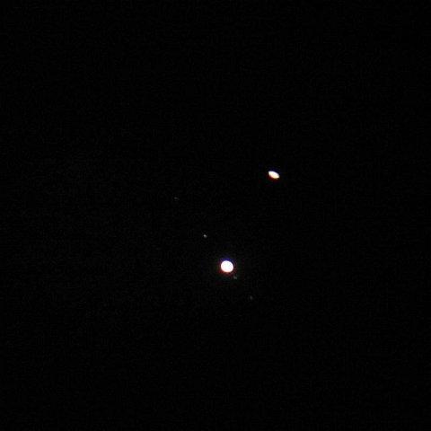 木星と土星…っぽくは見える…(右上)