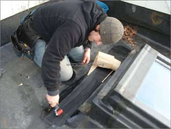 How to repair rubber roofing